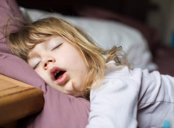 Ροχαλητό:  Το παιδί μου ροχαλίζει όταν κοιμάται. Είναι ανησυχητικό;