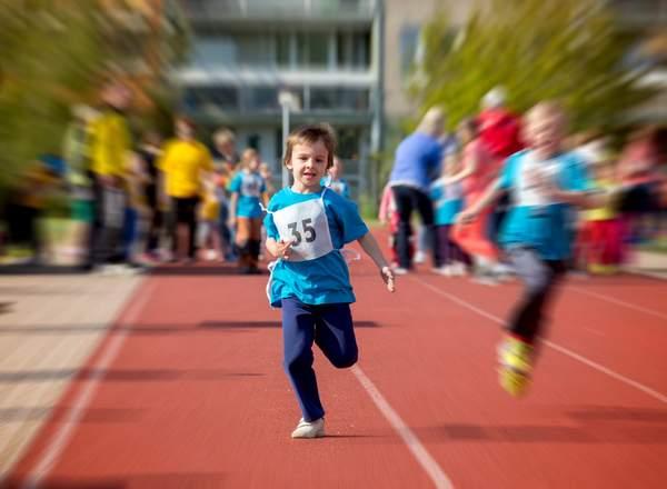 Άθληση: ποιες είναι οι απαραίτητες εξετάσεις για παιδιά που αθλούνται;