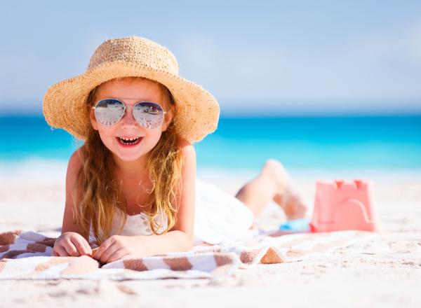 """Διακοπές:  Συμβουλευτικός οδηγός για τις ασφαλείς και """"υγιεινές"""" διακοπές του παιδιού σας"""