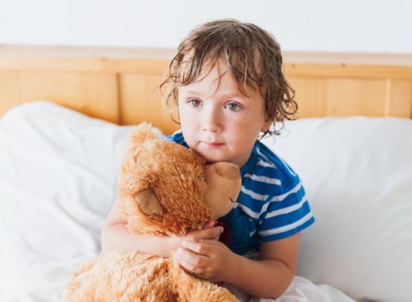 Το παιδί σας «βρέχει» το κρεβάτι του. Tips για να το βοηθήσετε.