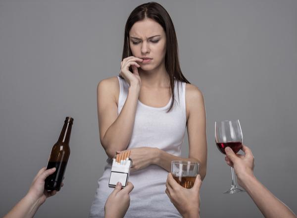 Πόσο επιβαρύνουν τη γονιμότητα οι «κακές συνήθειες»
