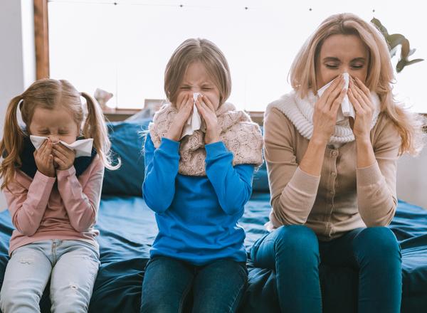 Φθινοπωρινές Αναπνευστικές Ιώσεις: συμπτώματα, μετάδοση, βαρύτητα, εμβόλιο